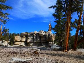 wPCT-2015-day5-4  granite hoodoo.jpg (448958 bytes)