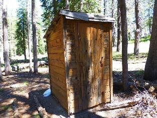 wPCT-2016 scenic toilet day20-1  Twin Lk RS.jpg (521242 bytes)
