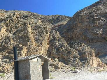 wdv2011-scenic-toilet-10 titus canyon narrows1.jpg (521045 bytes)