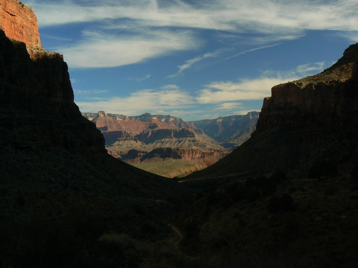 Into THE GC, hiking the BA (Bright Angel Trail) - photo by Rob of the WV