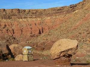 wgcnankoweap2010-day9-6-vermillion-cliff-scenic-toilet3.jpg (480989 bytes)