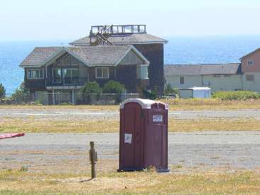 wlc11-scenic-toilet-day4-2-shelter-cove-airport.jpg (349622 bytes)