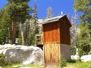 wjmt-day2-4long-meadow-scenic-toilet2.jpg (550816 bytes)
