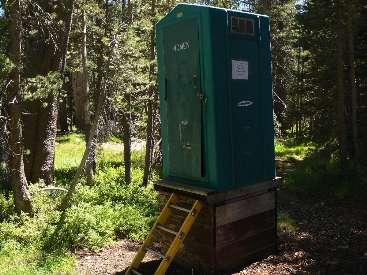 wjmt-day3-5-tuolumne-scenic-toilet2.jpg (448947 bytes)