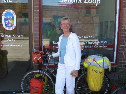 wselkirk-bike-day1-10  Carol at ISL office, with the VM.jpg (293760 bytes)