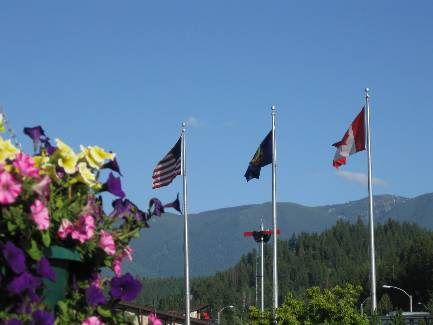 wselkirk-bike-day1-13 flags of the ISL.jpg (188280 bytes)