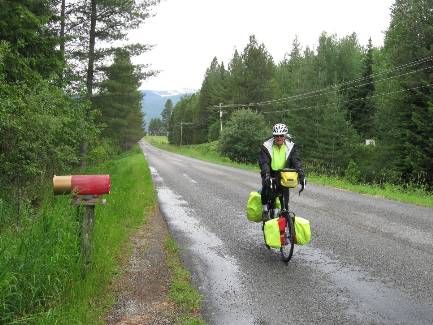 wselkirk-bike-day1-2  Dave - shotgun shells and rain.jpg (437034 bytes)