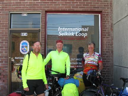 wselkirk-bike-day1-9 at the ISL office, Bonners Ferry.jpg (292149 bytes)