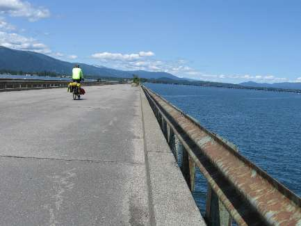 wselkirk-bike-day10-6  Long bridge - complete loop.jpg (292873 bytes)