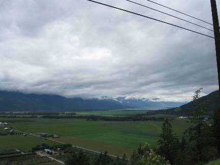 wselkirk-bike-day3-5  edge of Kootenay Lk.jpg (161247 bytes)