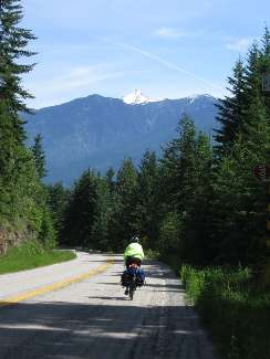 wselkirk-bike-day4-11 clear riding.jpg (174373 bytes)
