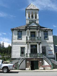 wselkirk-bike-day4-18  Kaslo hall.jpg (186032 bytes)
