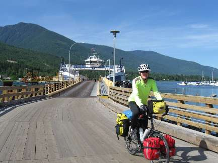 wselkirk-bike-day4-8 last off the Ferry.jpg (285754 bytes)