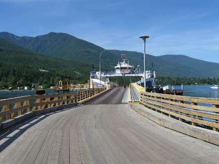 wselkirk-bike-day4-9 empty Ferry.jpg (271510 bytes)