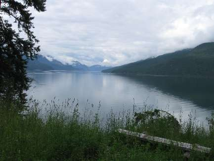 wselkirk-bike-day5-1 Slocan Lake clouds.jpg (258682 bytes)