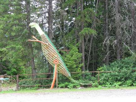 wselkirk-bike-day5-11  dino.jpg (520295 bytes)