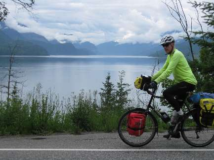 wselkirk-bike-day5-2  Dave and Slocan Lake.jpg (299874 bytes)