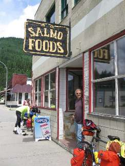 wselkirk-bike-day8-3  Jim of Salmo Foods.jpg (203107 bytes)
