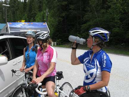 wselkirk-bike-day8-5  Canada Girls wait for gruffians.jpg (342156 bytes)