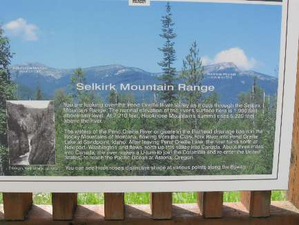 wselkirk-bike-day8-8  Selkirk sign.jpg (299633 bytes)