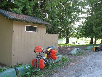 wselkirk-bike-scenic-toilet-5 fish lake.jpg (431608 bytes)