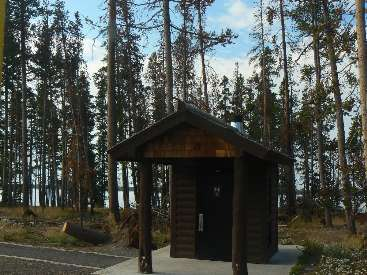 wyel-11- scenic toilet 3 yellowstone lake.jpg (472108 bytes)