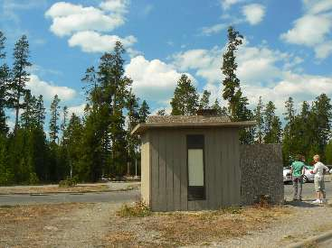 wyel-11- scenic toilet 5 uncle tom's trailhead.jpg (391420 bytes)